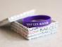 """Я жалуюсь на """"Мир без жалоб"""". Почему я считаю фиолетовый браслет вредным."""